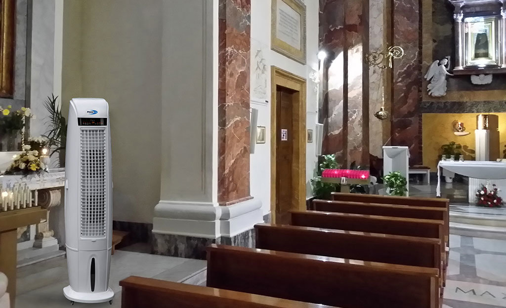 chiesa in periodo estivo raffrescata dal raffrescatore evaporativo mobile brezza 170 di star progetti