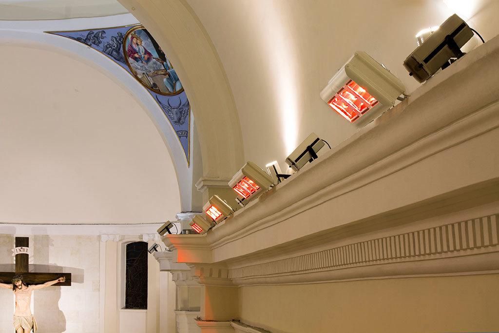 chiesa riscaldata con lampade a infrarossi ad alta potenza modello helios radiant hp 3 di star progetti