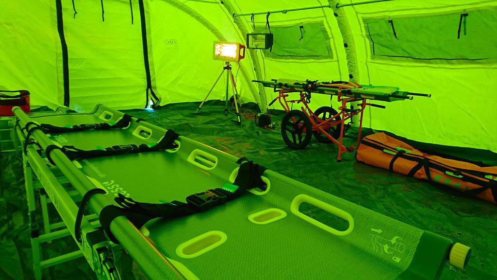 tenda della protezione civile riscaldata da una lampada a infrarossi hypotehermsaver di Star Progetti