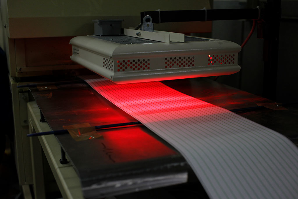 una lampada infrarossi di star progetti viene usata per l'asciugatura dei materiali nei processi industriali