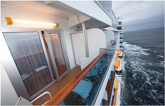 ponte di una nave da crociera riscaldato dai riscaldatori a raggi infrarossi con indice di protezione ip66 modello helios cruise di star progetti