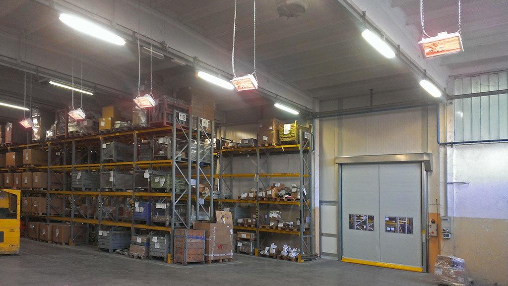 lampade riscaldanti vengono impiegate per riscaldare un capannone industriale