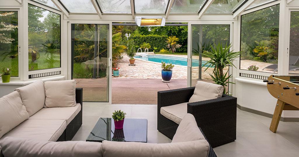 veranda di casa in mezza stagione riscaldata dalle lampade infrarossi di Star Progetti
