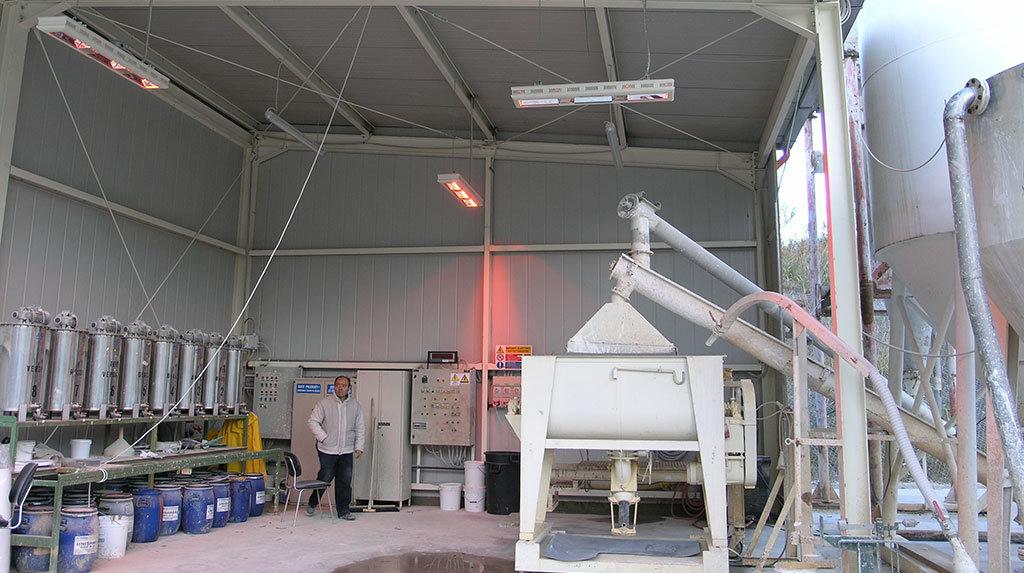 esempio di riscaldamento di un capannone con le lampade infrarossi di star progetti modello hp3 appese a soffitto