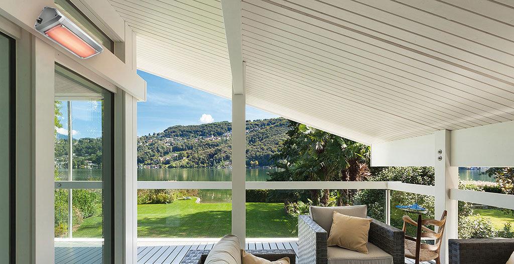 veranda di una casa riscaldata con lampada infrarossi riscaldante modello heliosa9 di star progetti