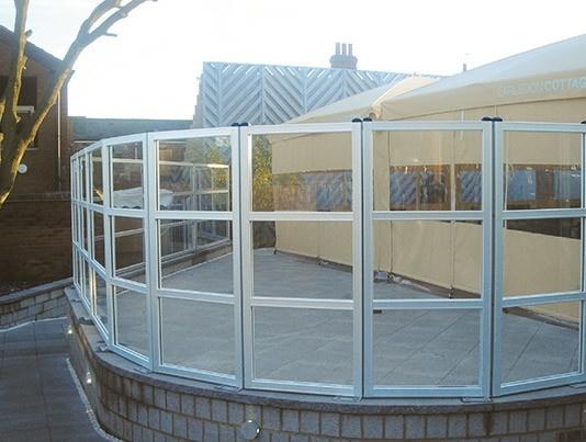 struttura per dehor realizzata con paraventi modulari per esterno di Star Progetti